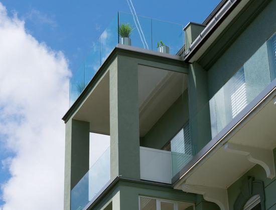 balkongel nder aus holz metall oder glas. Black Bedroom Furniture Sets. Home Design Ideas